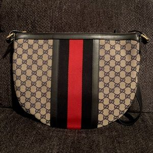 Authentic Gucci Vintage Saddle Messenger Bag